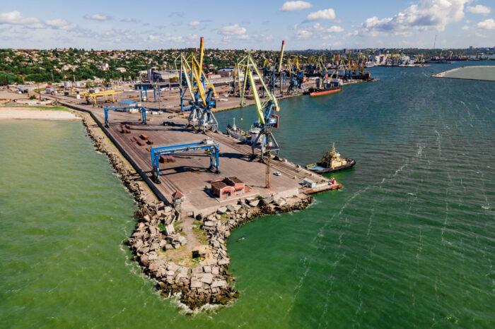 В Мариупольском порту за июль обработали 40 судов