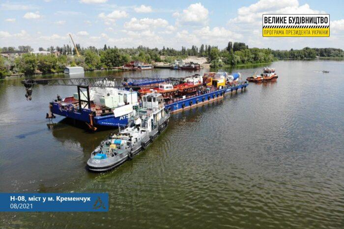 Из Стамбула по Черному морю и Днепру доставили технику для строительства моста в Кременчуге