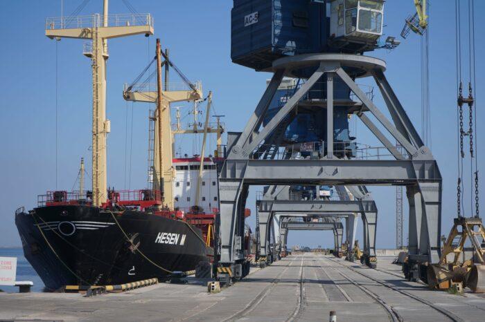 В порту Мариуполя начали перевалку гороха нового урожая