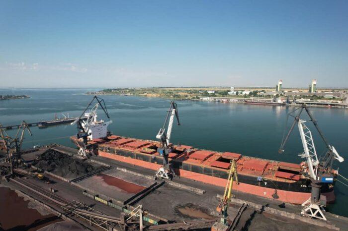 Названы пять крупнейших судов, которые обрабатывали в порту Пивденном
