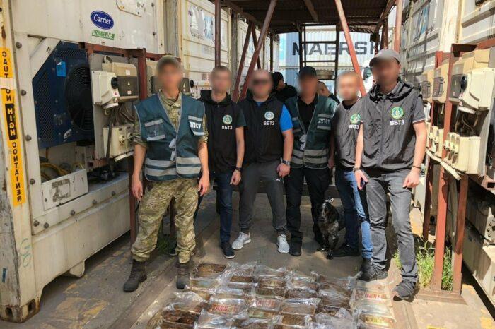 Через порт «Пивденный» пытались провезти 60 кг кокаина (ФОТО)