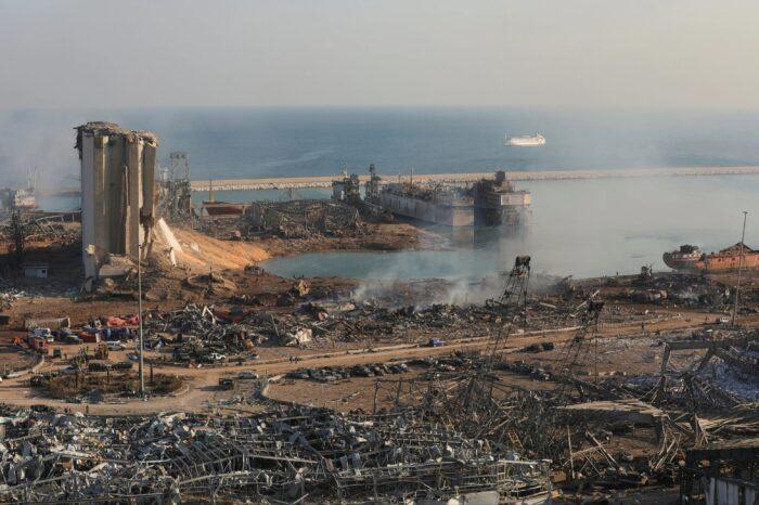 Президент Ливана пообещал наказать виновных во взрыве в порту Бейрута