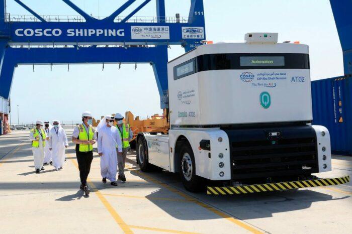 В ОАЭ запустят беспилотные электротягачи для перевозки грузов в порту