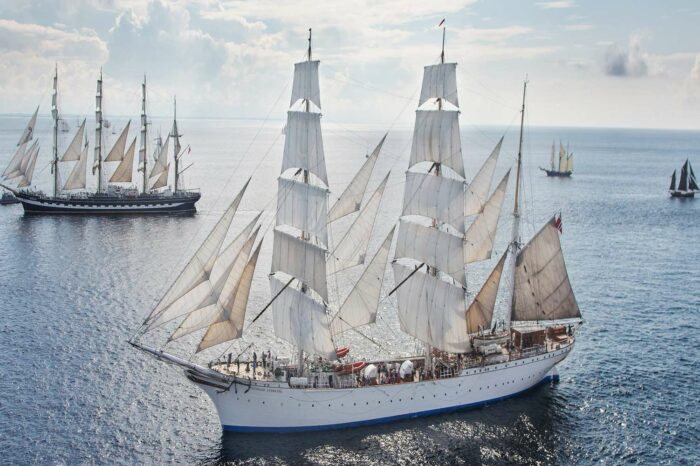 Столетний норвежский барк отправился в экспедицию «One Ocean»