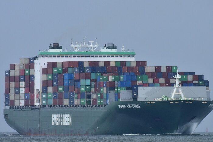 Моряк пропал с контейнеровоза Evergreen возле Уругвая