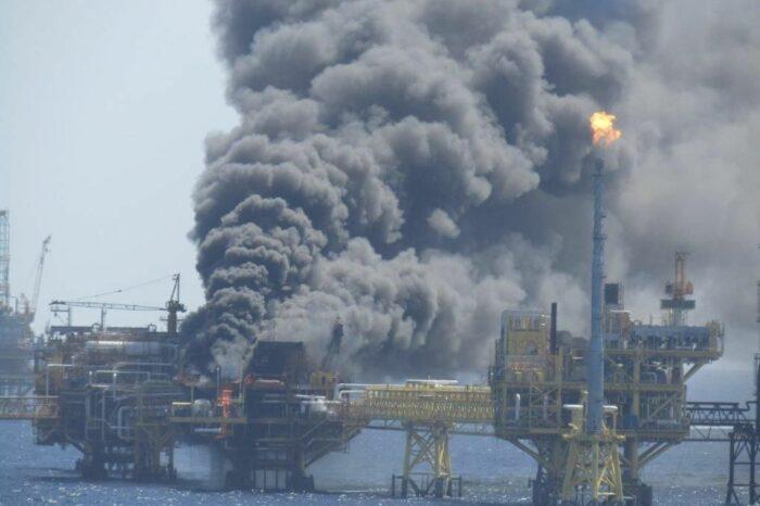 Взрыв на платформе в Мексике сократил добычу нефти на четверть