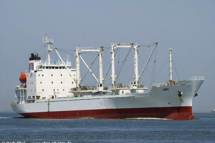 Вспышка COVID-19 на рефрижераторном судне: умер моряк