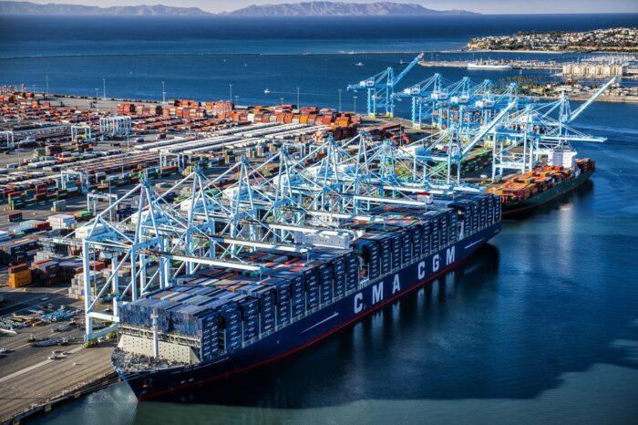 У портов США – новое скопление контейнеровозов