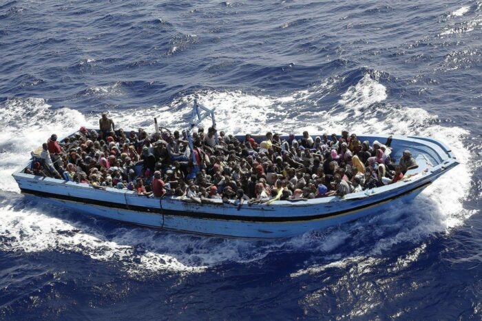 Видео дня: пролив Ла-Манш пересекло рекордное количество мигрантов