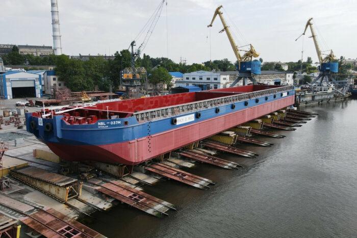 ССЗ «Нибулон» спустил на воду первую баржу проекта B5000M