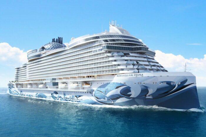 Новый круизный лайнер спустили на воду в Италии