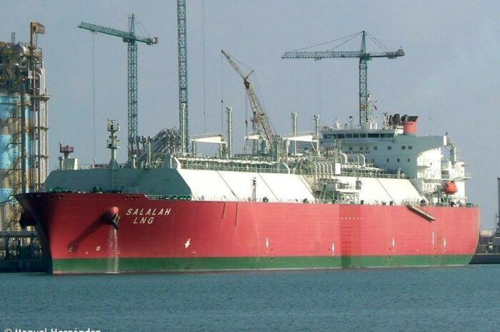 Моряк из Омана впервые стал капитаном газовоза
