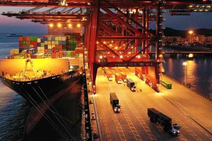 Порт Нинбо в центре внимания: перевозчики ждут новостей