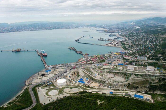 В Черном море произошел залповый выброс нефти при погрузке на танкер