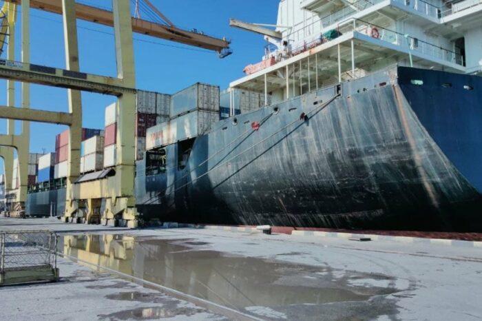 Впервые за год в порту Черноморска обработали контейнеровоз (ФОТО)