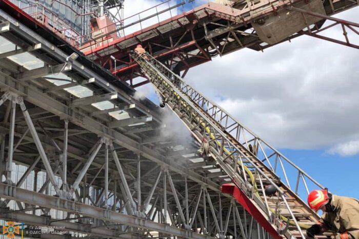 Пожар в порту Черноморска: горела конвейерная лента