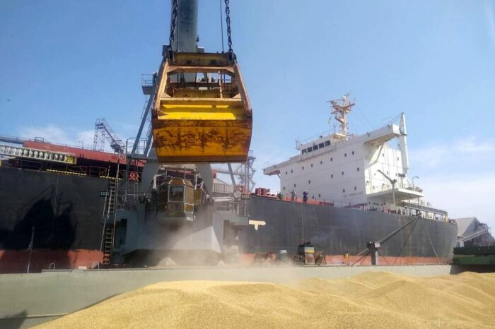 «Агровиста» расширила речные перевозки зерна до порта Пивденный