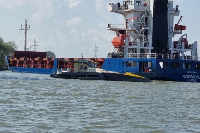 Сухогруз, шедший из Рени, врезался в три яхты на Дунае (ФОТО)