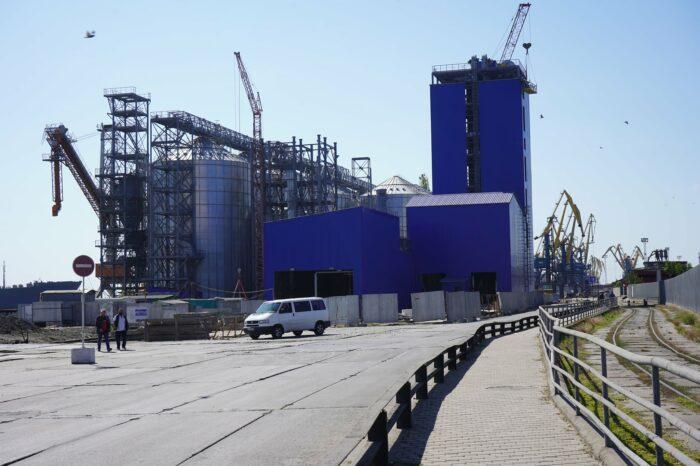 В Мариупольском порту достраивают станцию разгрузки нового зернового терминала
