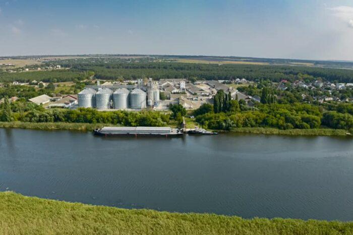 Фото дня: «Грейн-Трансшипмент» перевез пшеницу Южным Бугом