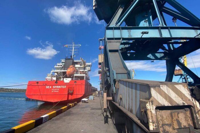 Порт Пивденный обрабатывает одновременно 10 судов