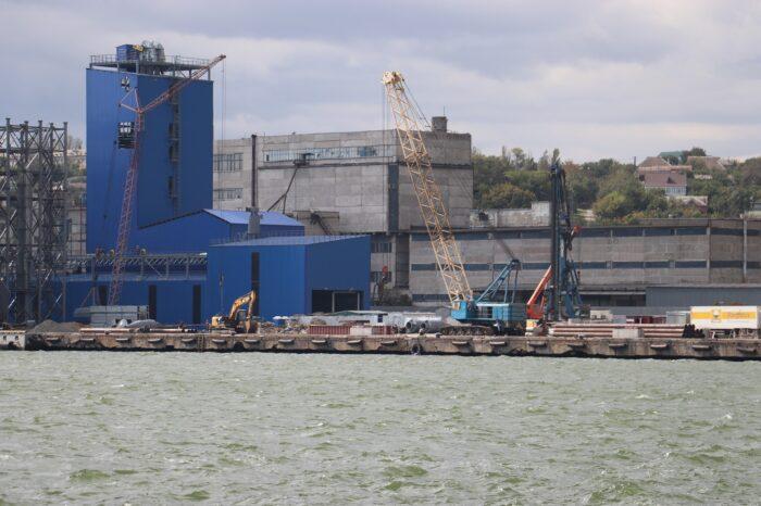 В Мариупольском порту началась реконструкция причала за 153 млн грн