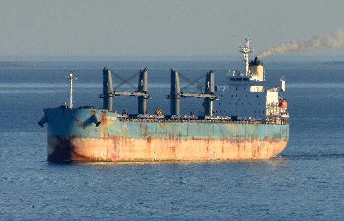 Пираты атаковали балкер в Гвинейском заливе