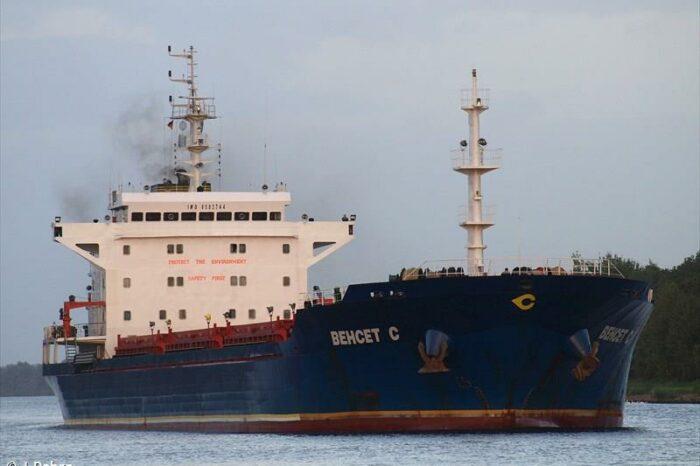 В Италии моряки спасли обесточенный балкер от аварии
