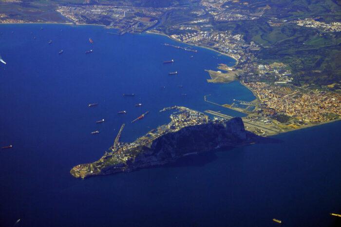 Выбросы с судов в Гибралтарском проливе будут мониторить беспилотником