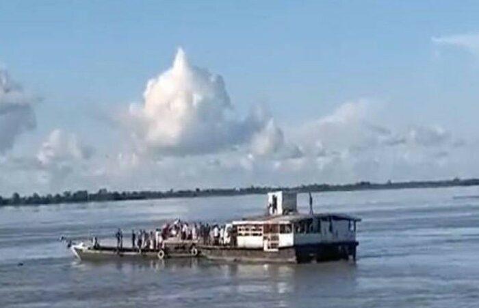 В Индии затонули два судна: десятки людей пропали без вести (ВИДЕО)