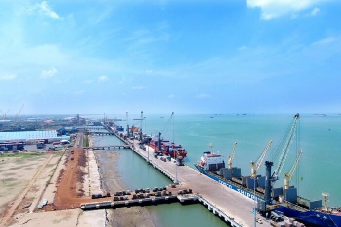 Экипаж против экипажа: на танкере у берегов Индии моряки сопротивляются смене