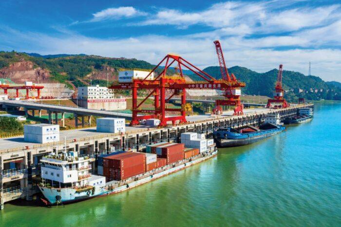 В Китае заработал порт с причалами для судов водоизмещением от 10 тыс. тонн