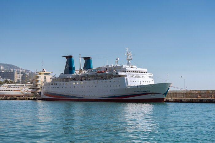 """Круизный лайнер с пассажирами """"застрял"""" в порту Сочи из-за отсутствия лицензии"""
