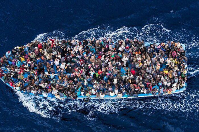 У берегов Греции танкер спас 150 мигрантов