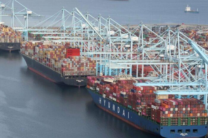 Заторы в портах США могут продлиться до следующего лета