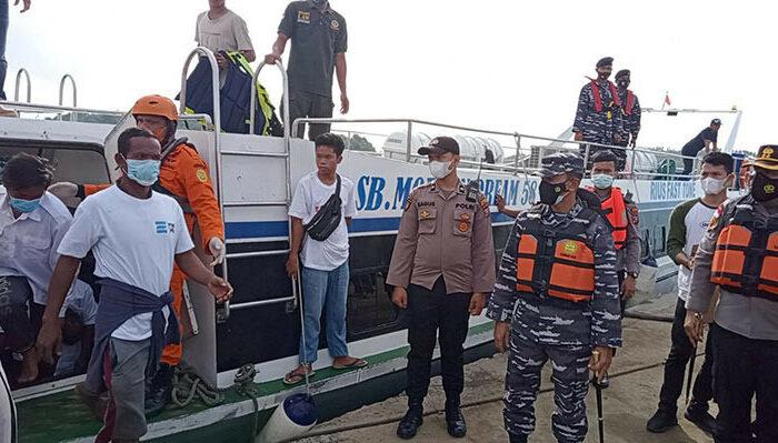 Норвежское судно спасло 35 человек с рыболовецкого сейнера