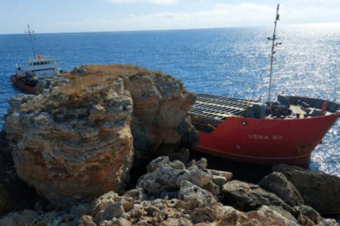 Судно с удобрениями из Южного село на мель у берегов Болгарии (ФОТО)