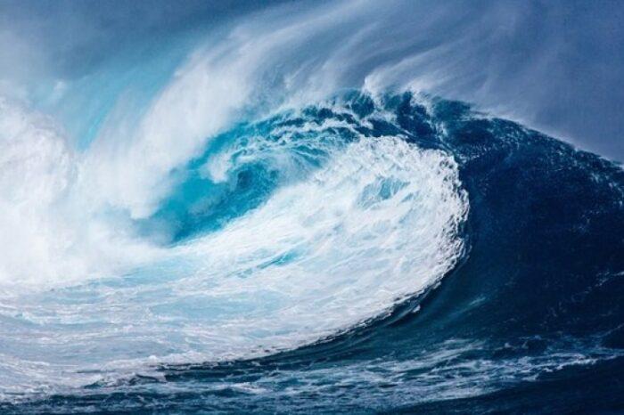 В Тихом океане пройдет тайфун: есть угроза для судов