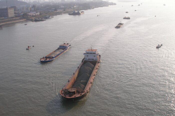 Взрыв на танкере в Китае: есть жертвы