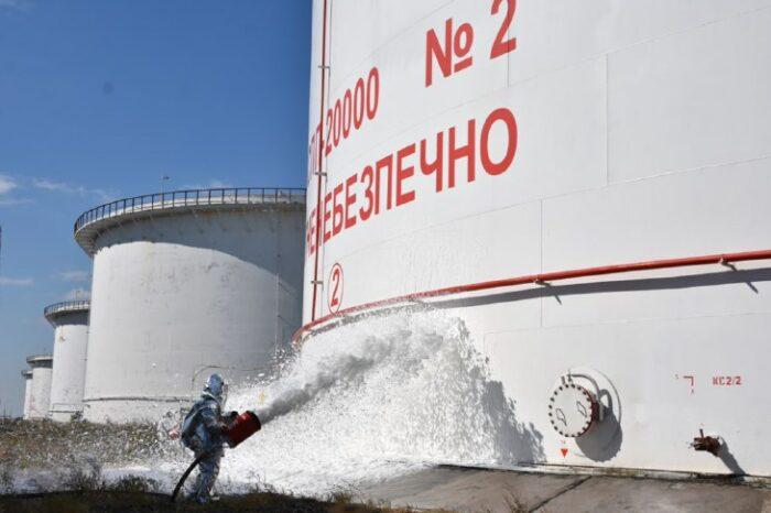 На нефтетерминале в порту Пивденный учились тушить пожар (ВИДЕО)