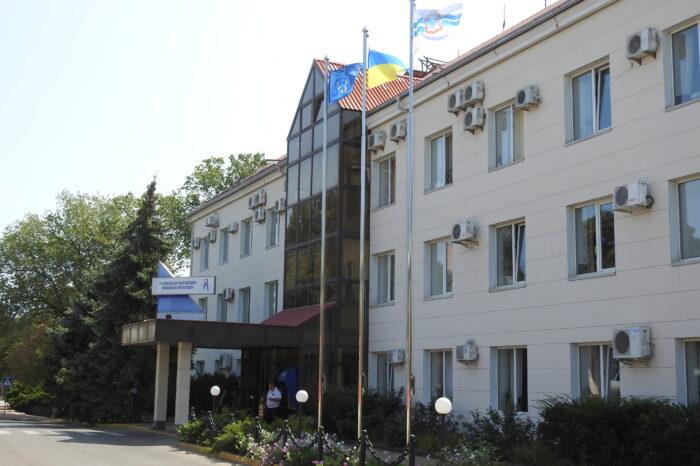 Чиновников АМПУ освободили от ответственности за зарплатные махинации