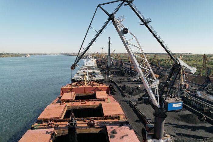 В порту Южный растет перевалка руды