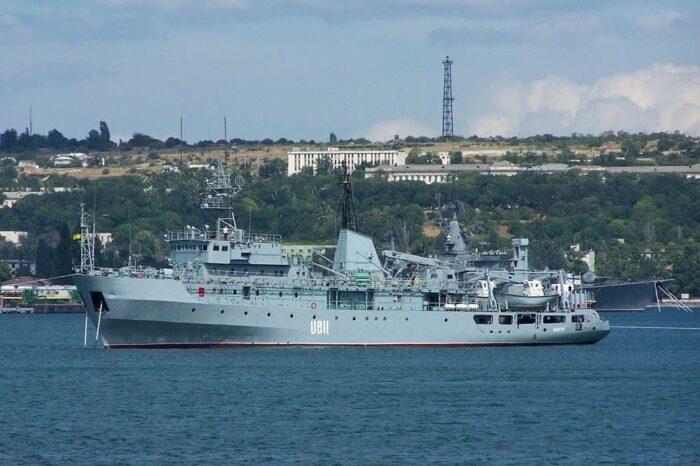 Уникальное судно ВМСУ едва не утонуло возле острова Змеиный