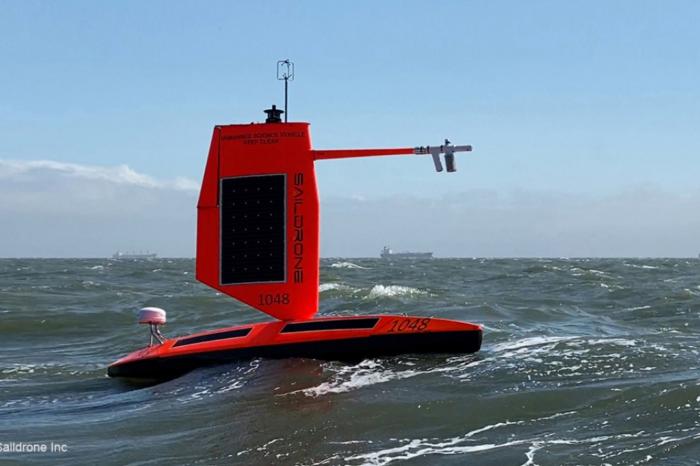 Видео дня: дрон снял изнутри ураган в Атлантическом океане