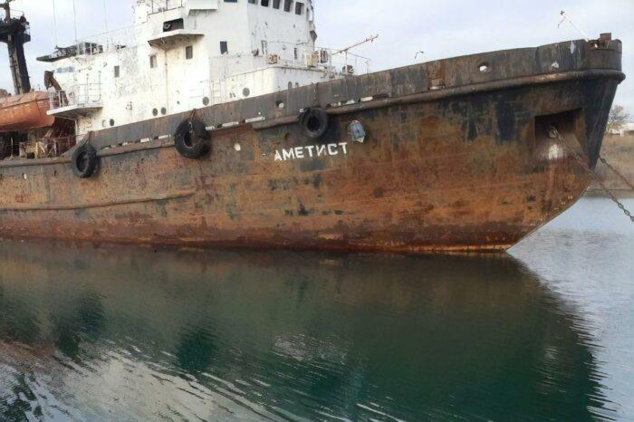 Морская спасательная служба отправила на слом восемь судов и причал