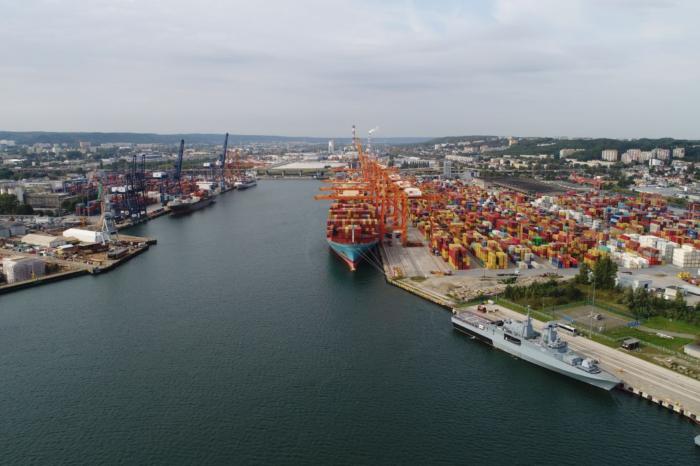 В порту Гдыня впервые приняли мегаконтейреновоз MSC Ellen (ВИДЕО)
