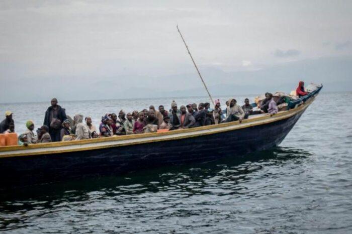 На реке Конго затонула лодка с сотней мигрантов на борту