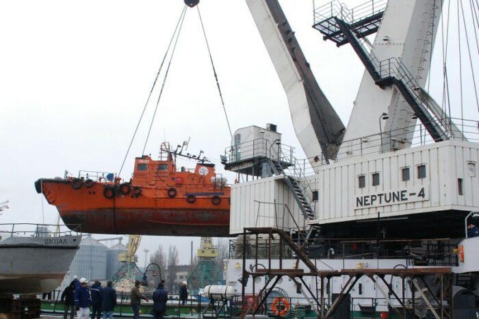 В Мариупольском порту отремонтируют плавкран «Нептун-4»