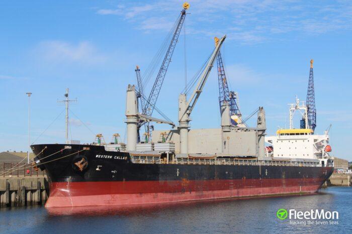 Сухогруз не пустили в Австралию из-за долгов перед моряками