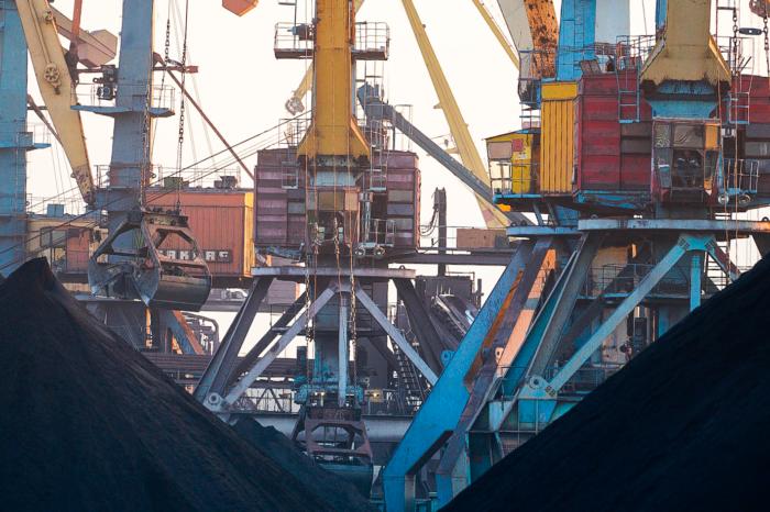 Отопительный сезон: импортный уголь ждут в украинских портах